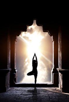 Yoga im Tempel Poster von Marina Pissarova bei AllPosters.de - Silhouettes et Gabaris - Yoga Yoga Meditation, Namaste Yoga, Meditation Pictures, Yoga Inspiration, Swing Yoga, Esprit Yoga, Image Yoga, Photo Yoga, Yoga Position