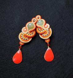 orange soutache by ~esencjasarkastycznej on deviantART Jewelry Crafts, Jewelry Art, Beaded Jewelry, Boho Jewelry, Jewelry Design, Jewellery, Jewelry Patterns, Beading Patterns, Soutache Necklace
