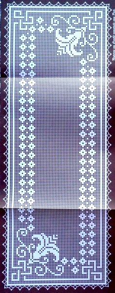 Kira scheme crochet: Tablecloth full of roses Filet Crochet Charts, Crochet Cross, Crochet Diagram, Crochet Stitches, Crochet Table Runner, Crochet Tablecloth, Crochet Doilies, Crochet Lace, Doily Patterns