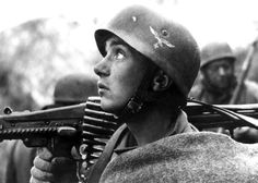 A German Fallschirmjäger (paratrooper) of the 4th Parachute Division (German: 4 Fallschirmjäger Division) armed with an MG-42 (Maschinengewehr 42) watches the skies during the Allied landings in Anzio and Nettuno (Operation Shingle) of the Italian Campaign, which began on 22 January 1944. The ultimately successful Battle of Anzio was intended to outflank German forces of the Winter Line and enable an attack on Rome. Nettunia (now Anzio and Nettuno), Lazio, Italy. January 1944.