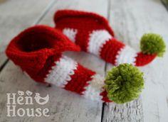 Mini Elf Shoe Santa Christmas Booties by HenHouseProduction - will use to trick H Crochet Boots, Crochet Baby Booties, Knit Crochet, Christmas Minis, Christmas Crafts, Santa Christmas, Elf Boots, Elf Hat, Jingle All The Way