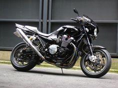 全身黒のXJR1300   バイク用品専門店 レーシングワールド