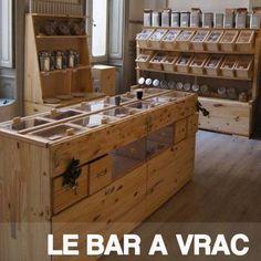 Le Bar à vracc'est un bar/épicerie 100% sans emballage ! Un bar engagé où vous pourrez faire vos courses etfaire une pause gourmande autour d'un bon verre.Pensez à apporter vos contenants !