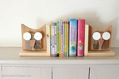 15 AWESOME & EASY Scrap Wood Projects Don't throw wood scraps away! Put them to good use by building one of these fun and functional projects for your home. Small Wood Projects, Scrap Wood Projects, Easy Woodworking Projects, Diy Projects, Woodworking Tools, Welding Projects, Table En Bois Diy, Wood Owls, Wood Scraps