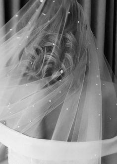 Nadia Long Pearl Bridal Veil 15 Nadia Long Pearl Bridal Veil 15 In 2020 Bridal Veil Wedding Veils Short Headpiece Wedding