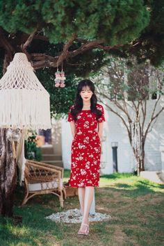 Modest Dresses, Dresses For Work, Summer Dresses, Korean Casual Outfits, Modest Fashion, Fashion Dresses, Mode Kpop, Elegant Dresses For Women, Red Floral Dress