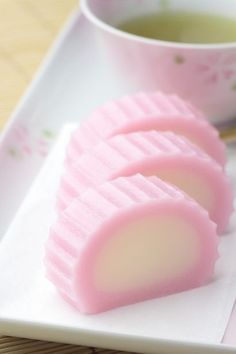 Japanese sweets, Suama made of non-glutinous rice flour and sugar すあま Japanese Wagashi, Japanese Sweets, Japanese Snacks, Japanese Candy, Japanese Dishes, Japanese Food, Cute Desserts, Asian Desserts, Kawaii Dessert