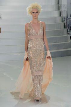 Chanel –  Haute Couture Spring / Summer 2014. Fotos © Imaxtree. #dress #chanel #elle_de