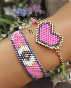 Juego de pulseras en rosa Bead Loom Bracelets, Beaded Bracelet Patterns, Bead Loom Patterns, Woven Bracelets, Seed Bead Jewelry, Bead Jewellery, Pink Lila, Pink Purple, Beaded Earrings Native