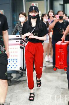 Move attire which get parts equally fashionable and traditional are an effort to discover. Kpop Fashion Outfits, Ulzzang Fashion, Chic Outfits, Girl Fashion, Korean Airport Fashion, Japan Outfit, Jennie Blackpink, China Fashion, Casual Street Style