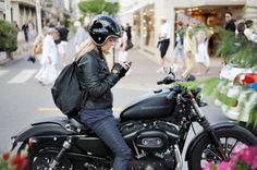 女性ライダーって、めちゃくちゃカッコイイですよ!女性の皆さん、どうぞ颯爽とバイクに乗っている自分の姿(スポーティー)を想像してください!「これで貴方はバイクに乗りたくな〜る、乗りたくな〜る!(暗示)」。 - LAWRENCE - Motorcycle x Cars + α = Your Life.