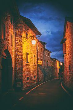 Veneto Cison di Valmarino TV #TuscanyAgriturismoGiratola Verona, Monument Valley, Venice, Louvre, Tv, Building, Places, Nature, Travel