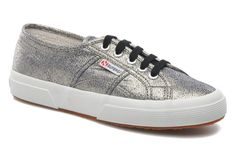 Superga 2750 Lame W Trainers in Grey at Sarenza.co.uk (210008)