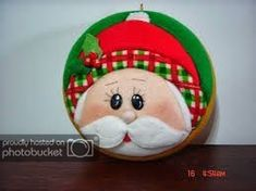 Que hermosos trabajos en patchwork Quilted Christmas Ornaments, Christmas Fabric, Felt Christmas, Christmas Themes, Holiday Crafts, Christmas Holidays, Christmas Decorations, Holiday Decor, Felt Crafts Patterns