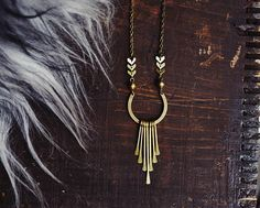This boho statement necklace features brass chevron chain, African brass beads, and a horseshoe charm with paddle fringe. Hung on antiques brass chain. Bohemian Jewelry, Unique Jewelry, Fringe Necklace, Textile Jewelry, Brass Chain, Chevron, Jewelry Design, Bling, Stitching