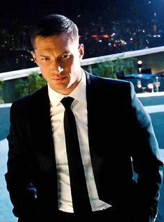 *sigh*....there aren't many things I enjoy as much as tom in a suit.