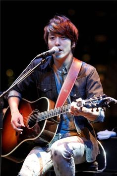 "CNBLUE Performance on Japan's MTV ""Unplugged"" Kang Min Hyuk, Lee Jong Hyun, Jung Hyun, Lee Jung, Jung Yong Hwa, Korean Celebrities, Korean Actors, Korean Idols, Korean Guys"