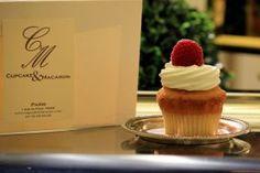 """Cupcake & Macaron, c'est un des lieux où trouver les meilleurs cupcakes à Paris. Des cupcakes """"à la Française"""", sans glaçage au beurre trop lourd et avec un biscuit plus léger. #yummy #cupcakes #Paris #Paris6  // Cupcake & Macaron, 1 rue du Four, 75006 Paris //    {Recommended by Excevia Chauffeurs & Services - Paris  www.excevia.com}"""