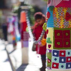 Urban Knitting Sevilla. Febrero 2013  tejiendo la ciudad: SEGUNDA ACCIÓN por THE PEZ GLOBO