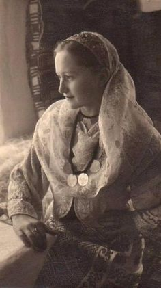 Young woman from Muscel, Romania, photographed by E. Fischer.