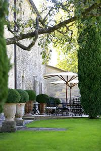 Prestigious Bed & Breakfast - Uzès in Provence Outdoor Living Rooms, Outdoor Spaces, Unique Gardens, Beautiful Gardens, Provence, Landscape Design, Garden Design, Belle France, Pot Jardin