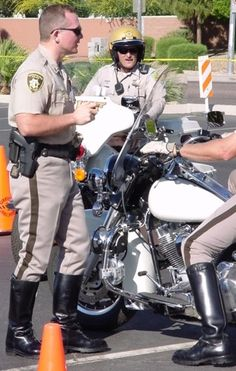 I always had a crush on one of the LVMPD policeman Police Cops, Police Life, Police Uniforms, Police Officer, Cop Uniform, Men In Uniform, Hot Cops, Motorcycle Boots, Firefighter