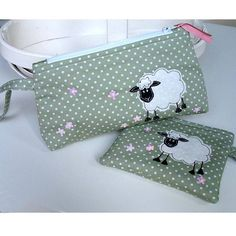 original_sheep-make-up-pouch.jpg 900×900 píxeles