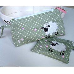 original_sheep-make-up-pouch.jpg 900×900 píxeles
