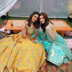 Alia bhatt sizzles as bridesmaid in blue lehenga at best friend's wedding Dress Indian Style, Indian Dresses, Indian Wear, Shadi Dresses, Indian Skirt, Pakistani Dresses, Bollywood Celebrities, Bollywood Fashion, Bollywood Actress