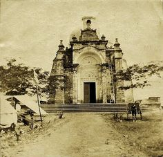 1898 snap of Laloma cemetery (ctto) - philippines holiday Vintage Pictures, Old Pictures, Philippines Culture, Manila Philippines, Senior Citizen Humor, Philippine Architecture, Philippine Holidays, Filipino Culture, Flash Photography