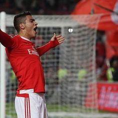 Mais um passo dado na conquista do tricampeonato!    Académica - Benfica 1-2    #benfica #campeao #vitoria