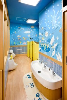 Cheerful Kids Toilet Inspirations from Kids Public Toilet Restroom Design, Bathroom Interior Design, Interior Design Living Room, Kindergarten Interior, Kindergarten Design, Daycare Design, Preschool Decor, School Bathroom, Kids Toilet