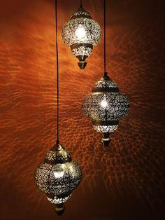 Ein funkelndes Lichterspektakel bietet diese orientalische Lampe ...