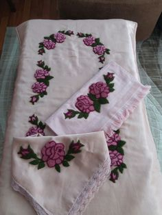 Punch Needle, Hand Embroidery, Diy And Crafts, Crocheted Afghans, Belle, Farmhouse Rugs, Napkins, Bedspreads, Chinese Embroidery