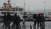İstanbul'da kuvvetli yağış, hayatı olumsuz etkiledi.
