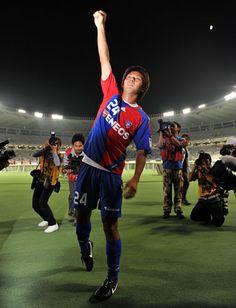 [ J1:第27節 F東京 vs 磐田 ] 赤嶺シャーシャーシャー!終了間際、長友からのクロスをファーに位置していた赤嶺が頭で合わせ、F東京が土壇場で試合をひっくり返した。磐田とのシーソーゲームを制したF東京は3試合ぶりの勝利。勝点を40とした。  2009年9月26日(土):味の素スタジアム