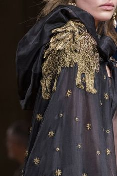 Alberta Ferretti, Fall 2017 - Milan's Fall 2017 Runway Collections in All Their Glorious Detail - Photos Best Picture For Runway Fashion victoria secret For Your Taste You are looking for something, a Cl Fashion, Fashion Details, Fashion 2017, Runway Fashion, Fashion Show, Autumn Fashion, Fashion Design, Fashion Trends, Milan Fashion