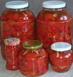 Gogosari in otet Canning Pickles, Canning 101, Canning Recipes, Pickels, Pickling Cucumbers, Romanian Food, Desert Recipes, Preserves, Frozen