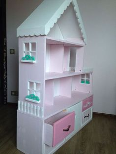 Купить или заказать Кукольный домик стеллаж 6-комнатные апартаменты с террасой в интернет-магазине на Ярмарке Мастеров. Самый большой домик в своей коллекции на сегодняшний момент!Очаровательный кукольный домик-стеллаж на 6 комнат с красивой просторной террасой подойдет как для игр с куколками, так и для хранения игрушек, ведь в этой модели продумано все для того, чтобы игры с доставляли только радость: красивый дизайн, который украсит комнату любой маленькой принцессы, и прекрасная система…