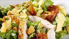 Cæsarsalat med grillet kylling og sprøtt bacon - Godt.no - Finn noe godt å spise