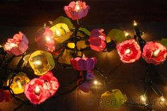 DIY: Flowery, spring lights made from egg cartoons and Christmas lights