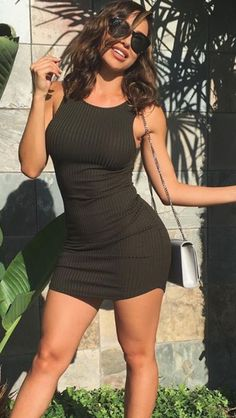 Wheretoget - Khaki bodycon dress with a grey shoulder bag and black sunglasses
