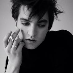 Richard Harmon is gorgeous. Why isn't he more famous.