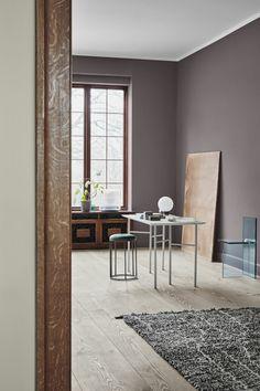 colores para paredes de salon en tendencia 2019, salón decorado en estilo minimalista, paredes en rosado Bedroom Colors, Wall Colors, Color Combos, Future House, Slate, Feels, Houses, Desk, Interiors
