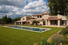 La Grand Bastide is a large and lovely property on the plains of Gordes and the luberon mountains with a wonderful sense of space and light in the vast views and surroundings.