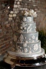 Lovely wedding cake http://www.finditforweddings.com