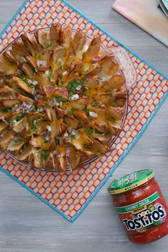 Forget basic French fries this cheesy potato wedge pie layered with TOSTITOS Medium Chunky Salsa is the new delicious appetizer you won't want to share! Yummy Appetizers, Appetizer Recipes, Birthday Appetizers, Birthday Pies, Potato Appetizers, Birthday Recipes, Cheesy Potato Wedges, Vegetarian Recipes, Cooking Recipes