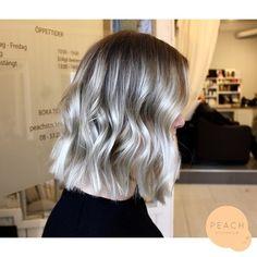 Ashy silver blonde hair / Askig kall silvergrå hårfärg - Trendigt i Stockholm 2018