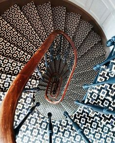 Living Room Ideas Throws pillows candles baskets are great items for winter decor. Balustrades, Stairway To Heaven, Stairways, Architecture Details, Decoration, Blue Bird, Print Patterns, Interior Decorating, Interior Design