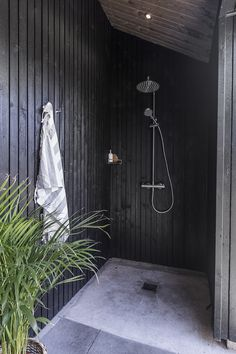Bathroom Beach House Outside Showers 17 Ideas Outdoor Bathrooms, Beach Bathrooms, Outdoor Baths, Outdoor Kitchens, Luxury Kitchens, Country Interior Design, Interior Design Living Room, Bathroom Interior Design, Outside Showers